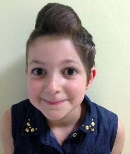 Gaya Rambut Balon, Selamatkan Gadis Kecil Ini Dari Kanker