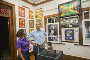 Presiden Obama Kunjungi Museum Bob Marley