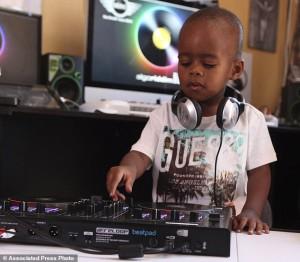 DJ Termuda Di Dunia Berusia 2 Tahun