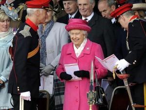 Ratu Inggris Rayakan Kelahiran Sang Putri Dengan Berpakaian Pink