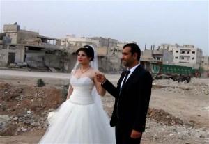 Pasangan Ini Temukan Cinta Di Tengah Peperangan