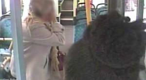 Mengejutkan, Dua Gadis Remaja Tinju Nenek 87 Tahun