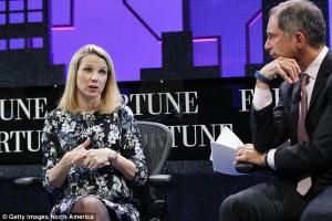 CEO Yahoo Lahirkan Putri Kembar Identik