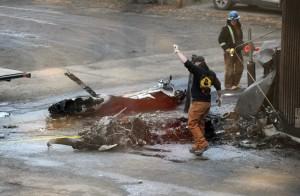 Bunuh Diri, Suami Tabrakan Pesawat Ke Kantor Istri