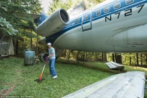 Pria Ini 15 Tahun Tinggal Di Dalam Pesawat