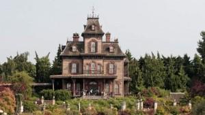 Pekerja Disneyland Ditemukan Tewas Di Rumah Hantu