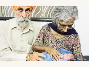 Wanita 70 Tahun Lahirkan Bayi Pertamanya