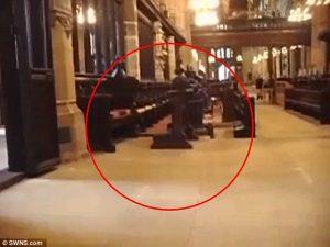 Hantu Biarawan Terekam Kamera Di Katedral Tua