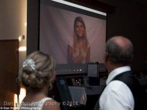 Pengantin Ini Nyanyikan Lagu Pernikahan Dengan Bahasa Isyarat