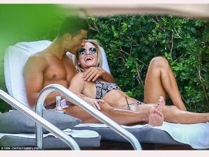 Cristiano Ronaldo Kepergok Cium Mesra Model Seksi Cassandre Davis