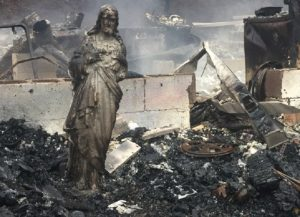 Patung Yesus Berdiri Utuh Saat Puluhan Rumah Di Tennessee Terbakar