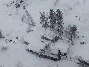 Gempa Sebabkan Salju Longsor Di Italia, 30 Orang Dinyatakan Hilang
