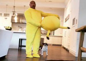 Dwayne Johnson Kenakan Kostum Pikachu Demi Putrinya