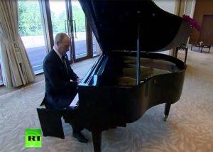Putin Bermain Piano Di Kediaman Presiden China