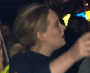 Adele Datangi Lokasi Kebakaran Di London