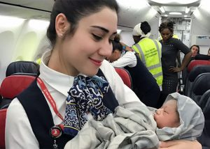 Lahir Di Pesawat, Bayi Ini Mendapat Penerbangan Gratis Seumur Hidup