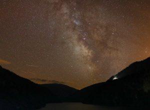 Lubang Hitam 100.000 Kali Lebih Besar Dari Matahari Ditemukan Di Dekat Bima Sakti
