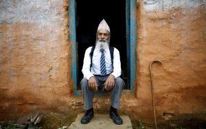 Durga Kami,Kakek Nepal 69 Tahun Kembali Ke Sekolah