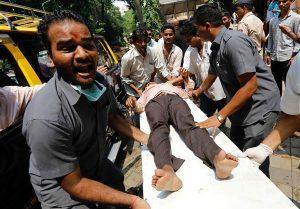 Pengguna Jembatan Di Mumbai Membludak, 22 Orang Tewas