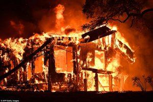 14 Kebakaran Melanda California Secara Bersamaan, 10 Orang Tewas
