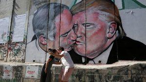 Lukisan Ciuman Donald Trump Dan Benjamin Netanyahu Gegerkan Dunia