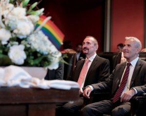 Pertama Di Jerman, Pasangan Gay Ini Resmi Menjadi Suami Istri