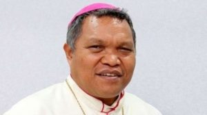 Cerita Dibalik Pengunduran Diri Uskup Hubertus Leteng