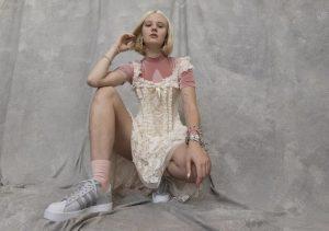 Tampil Dengan Kaki Berbulu, Model Swedia Terima Ancaman Pemerkosaan