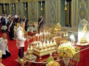 Abu Mendiang Raja Thailand Disemayamkan Di Grand Palace