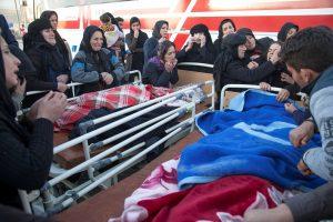 Korban Tewas Gempa Iran Dan Irak Mencapai 450 Orang