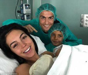 Cristiano Ronaldo Sambut Kelahiran Putrinya, Alana Martina