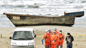 Kapal Hantu Terdampar Di Jepang, Ada 8 Mayat Di Dalamnya