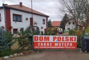 Asrama Polandia Tolak Yahudi, Komunis Dan Pengkhianat