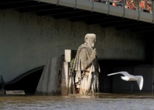 Sungai Seine Meluap, Paris Bersiap Hadapi Banjir Besar