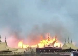 Kuil Tibet Berusia 1.000 Tahun Terbakar