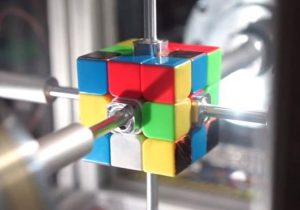 Robot Ini Dapat Pecahkan Teka-teki Rubik Dalam 0,38 Detik