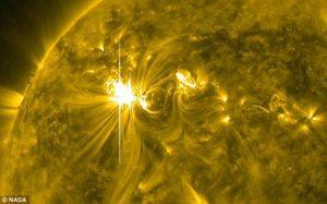 Besok, Badai Matahari Besar Akan Menghantam Bumi