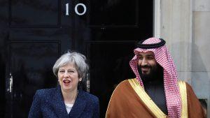 Bertemu Dengan PM Inggris Pangeran Saudi Disambut Ratusan Pengunjuk Rasa