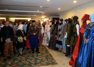 Jokowi Ingatkan Agar Fesyen Busana Muslim Tidak Lepas Dari Nilai Agama Dan Budaya Indonesia