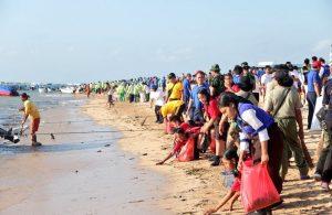 Kementerian LHK Melakukan Kegiatan Pembersihan Pesisir Pantai Serentak Di Bali