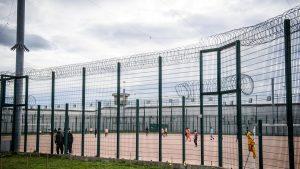 Menteri Perancis: Ratusan Tahanan Teroris Radikal Akan Bebas Tahun Depan