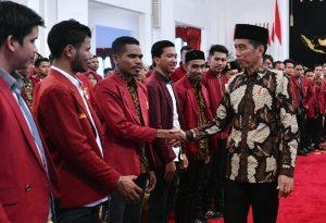 Bertemu Ikatan Mahasiswa Muhammadiya, Jokowi: Jika Infrastruktur Tidak Ada Konektivitas Antardaerah Akan Sulit