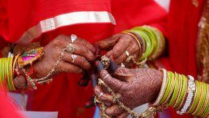 Walaupun Peluru Bersarang Di Pundaknya, Pria India Ini Tetap Melanjutkan Upacara Pernikahannya