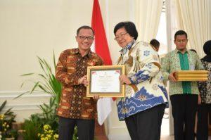 Kementerian LHK Raih Penghargaan Keterbukaan Informasi Badan Publik