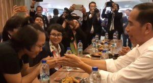 Kunjungi Rumah Makan Khas Indonesia Di Singapura, Jokowi Ajak WNI Makan Bersama
