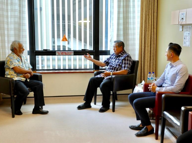 Xanana Gusmao Jenguk Ibu Ani Yudhoyono Di Singapura