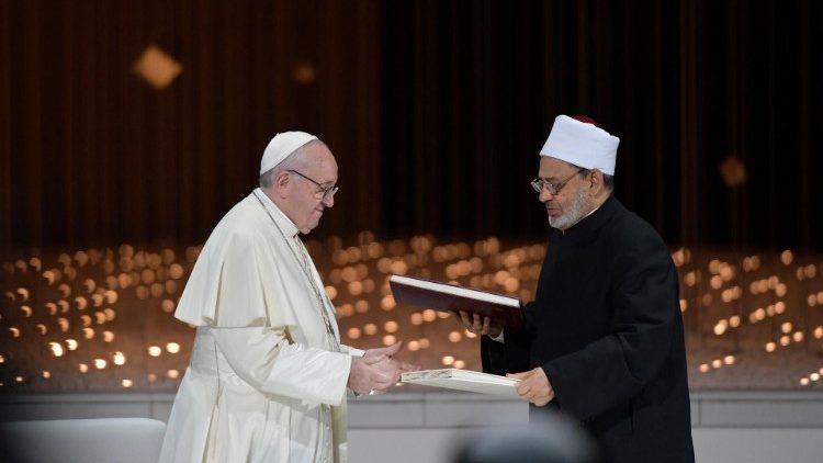 """Paus Fransiskus: Perjalanan Ke UEA Bagian Dari """"Kejutan"""" Tuhan"""