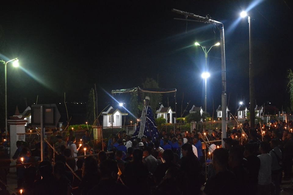 Prosesi Jumat Agung Semana Santa, Ribuan Lilin Terangi Kota Larantuka
