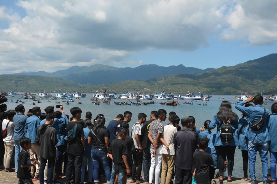 Ratusan Pesiara Ikut Prosesi Laut Semana Santa Larantuka