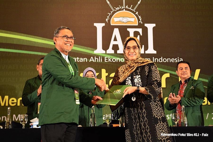 Menkeu Sri Mulyani Resmi Menjadi Ketua Umum IAEI